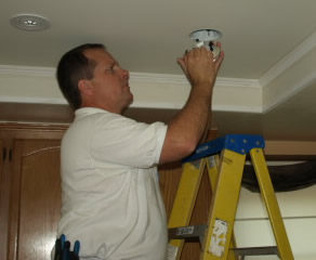 agoura hills electrician installing recessed lighitng